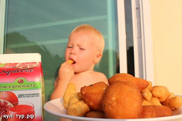 свежие пончики