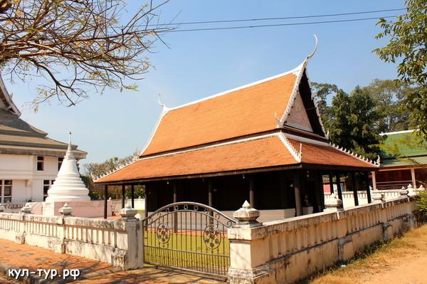 храм монахов в паттайе