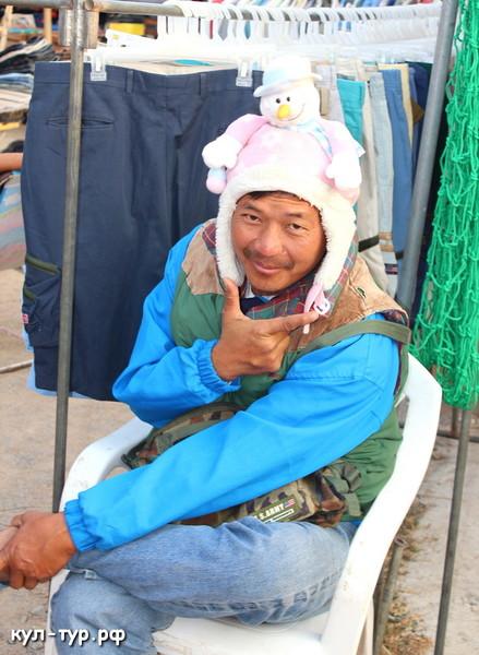 таец продавец на рынке