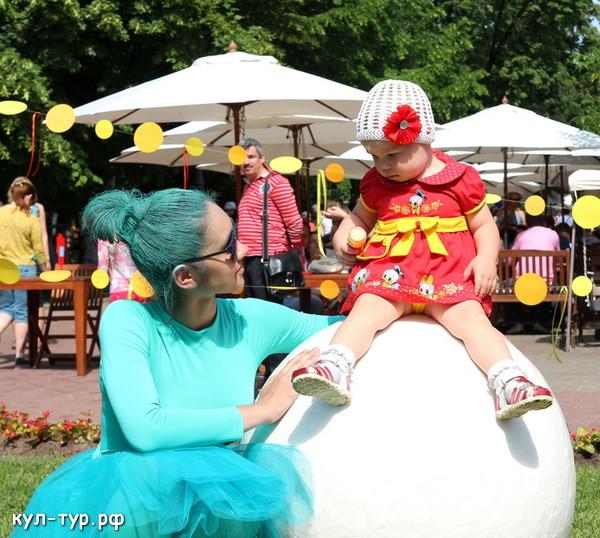 с ребёнком гуляем в саду эрмитаж