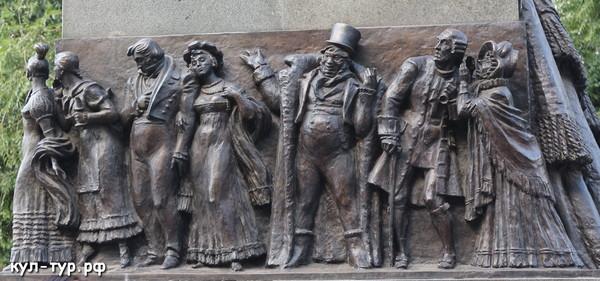 Грибаедов памятник