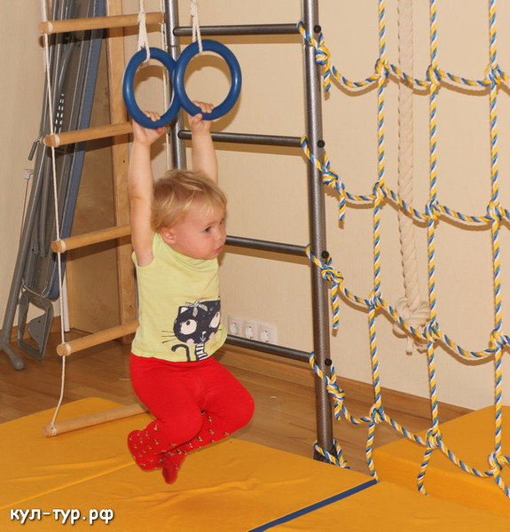 физкультурный зал тренажеры спорт дома