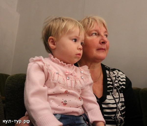 в театре с бабушкой