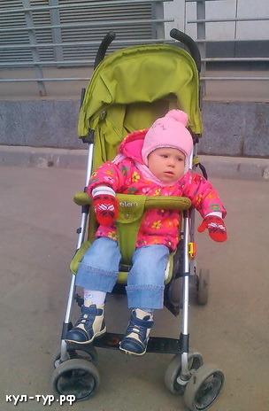с ребёнком на улице