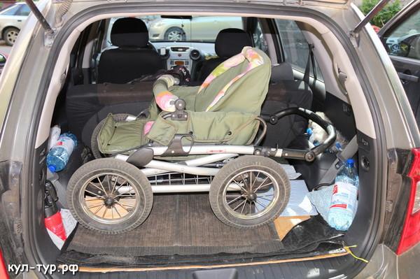 детская коляска с прогулочным блоком , перевозка в машине прогулка