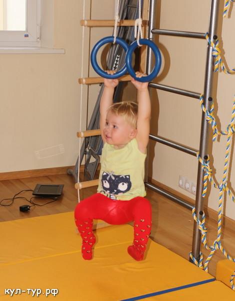 ребёнок занимается спортом