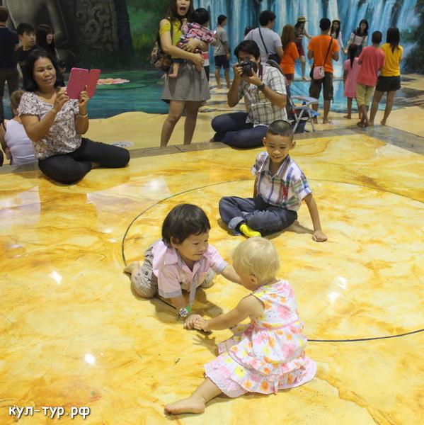 с детьми в музее