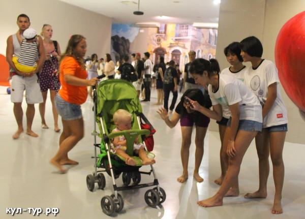 с ребёнком в тайланде