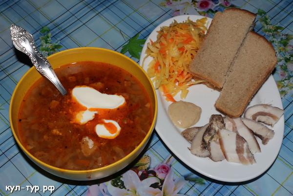 деревенская еда щи сало чёрный хлеб