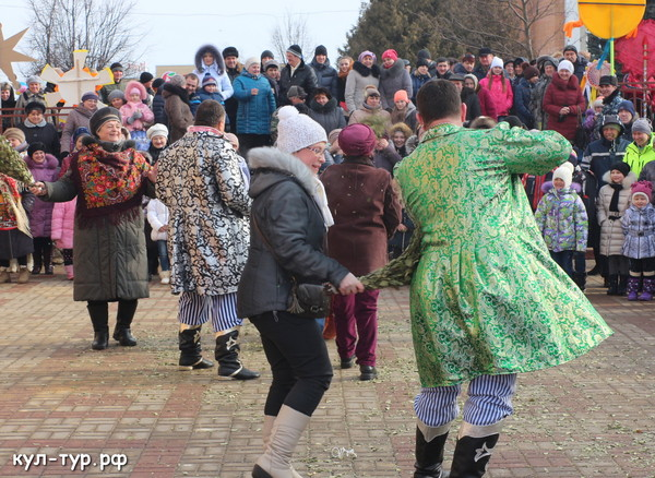танцы на улице масленица праздник