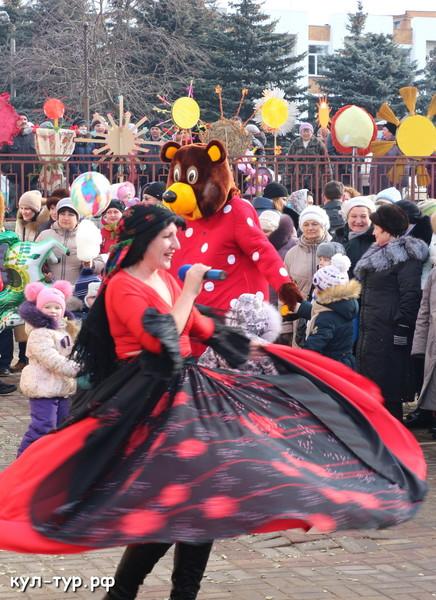 цыганка на празднике масленицы