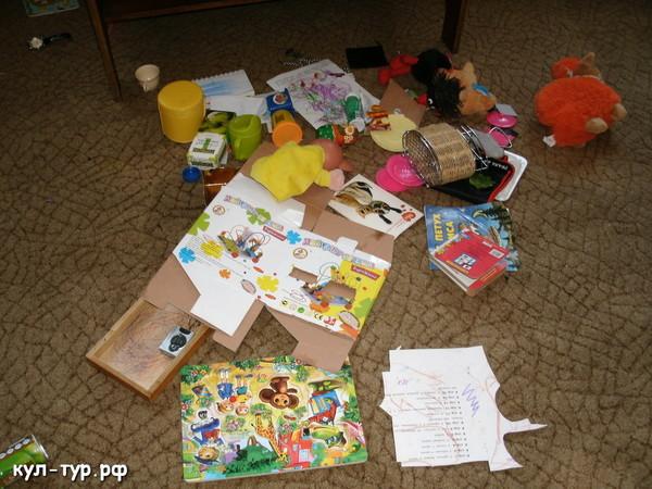 игрушки расбросанны