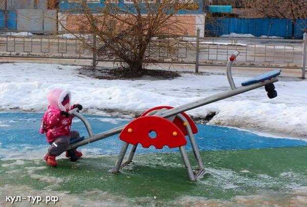 зимняя детская площадка