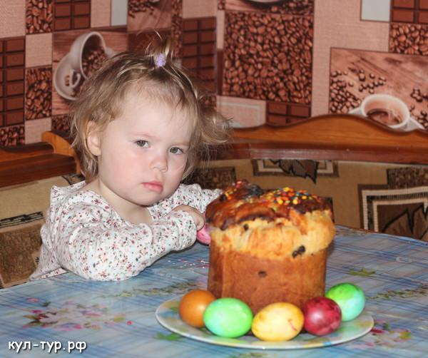 дочка отмечает пасху