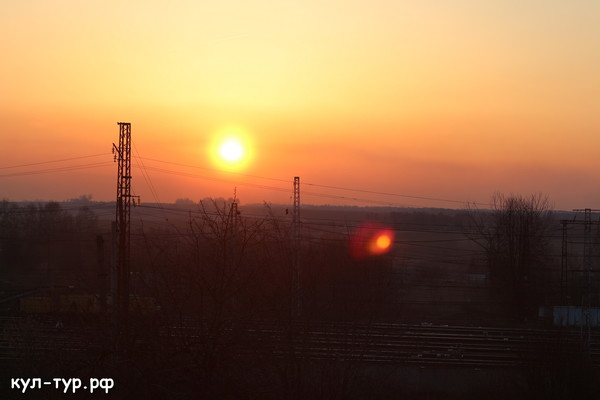 закат через поле в деревне