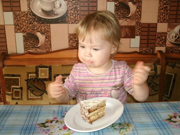 Маша ест торт