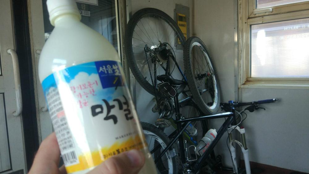 макколи и велосипед