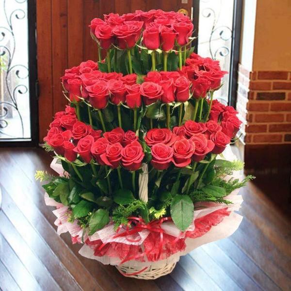 С днем рождения выложено цветами