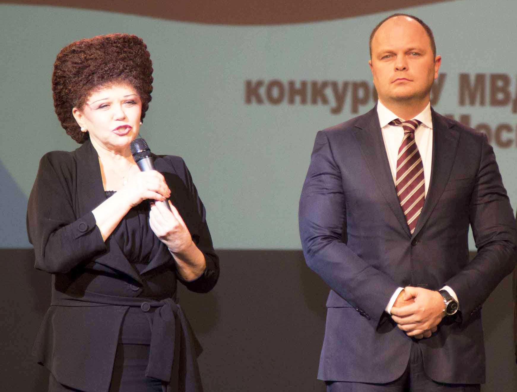 Антон цветков с женой фото