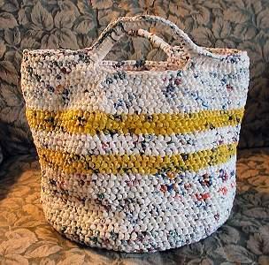 вяжем сумки из полиэтиленовых пакетов.