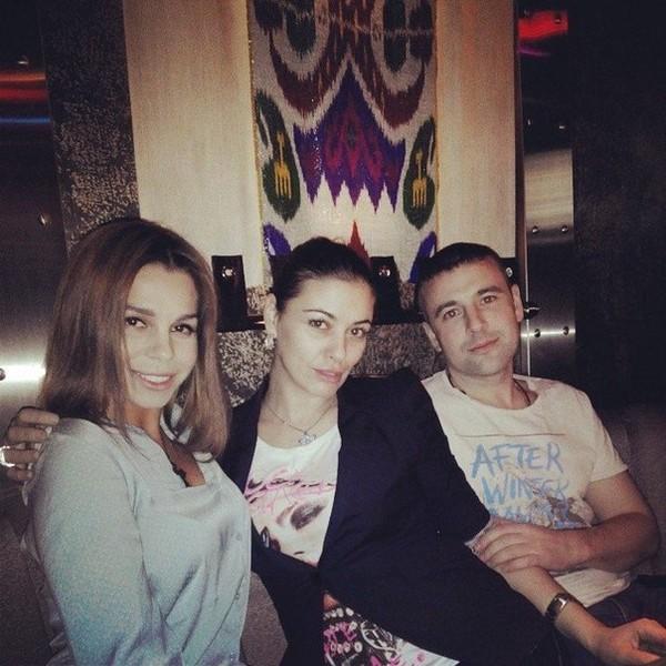 Екатерина Капелюш (Колисниченко), Надежда Ермакова и Алексей Адеев на дне рождения у подруги: фото