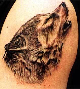 Такие люди с таким в булочную на машине не ездят :) Воющий волк значение татуировки.