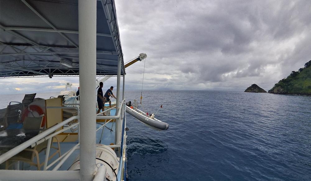Огромный метровый дылдо аж до живота на катере онлайн фото 199-441