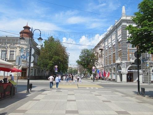 На улицах Саратова ... не только золотые огни