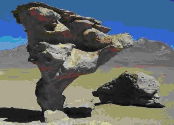 Окаменевшие каловые массы Сфинкса в Уюни.