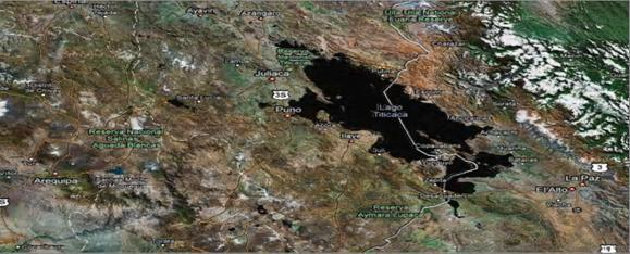 Справа из озера Титикака вытекает река Десагуадеро.