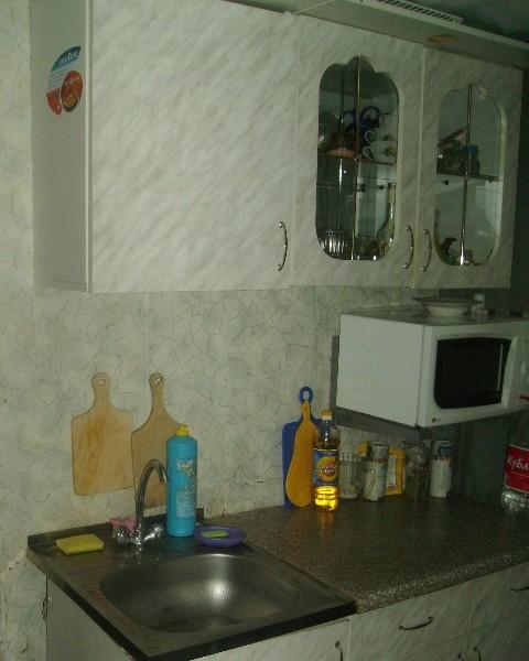 В кухне - вода, посуда, микроволновка...