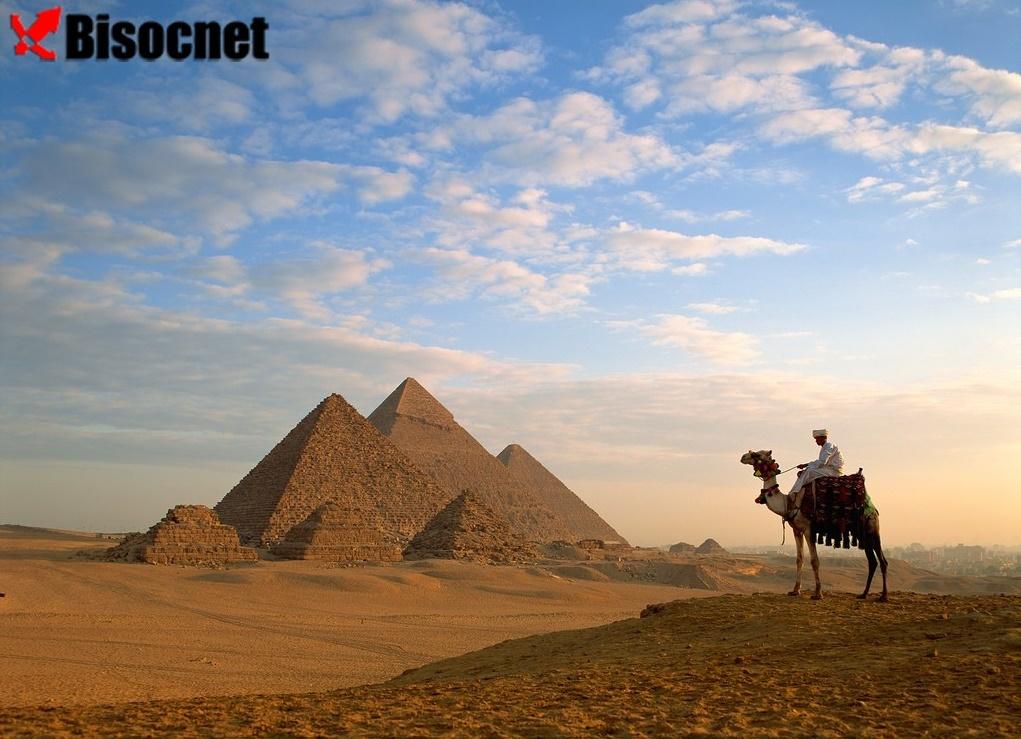 Пирамиды Гизы: Эль-Гиза, Египет