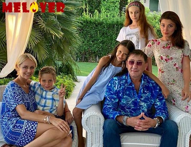 56-летний Григорий Лепс показал всех своих детей на одном фото