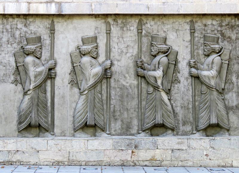 Тегеран. Часть 4: Национальный сад и персидские казаки казаки,дорожное,Иран