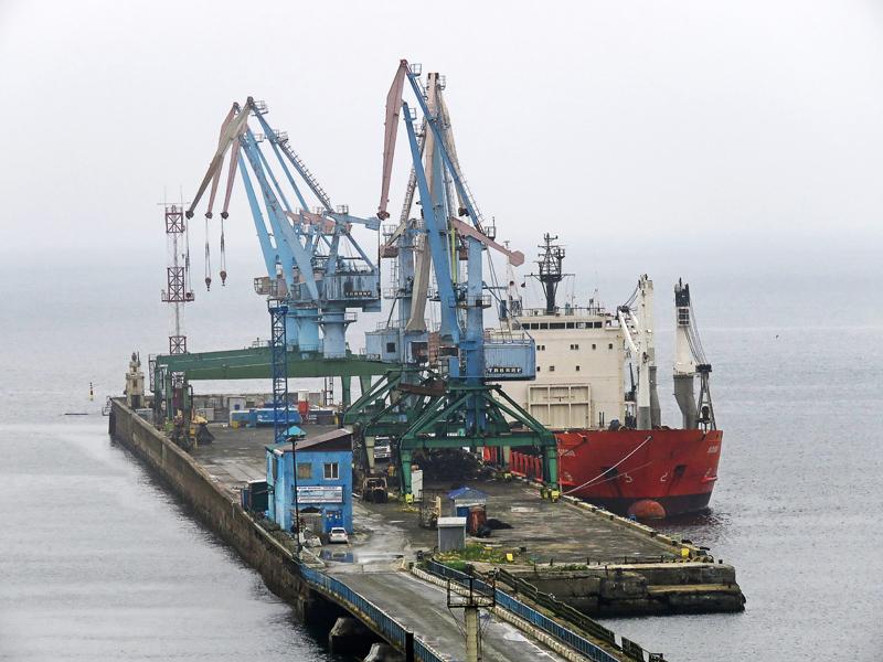 Корсаков (Отомари). Порт у рыбьего хвоста.