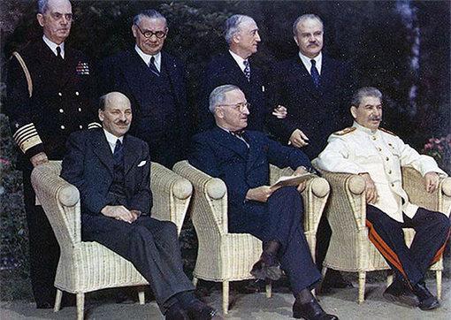 1945 г. Потсдам. Встреча «Большой тройки». К. Эттли, Г. Трумэн, И. В. Сталин.