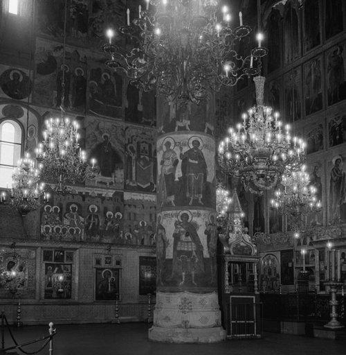 В Успенском соборе Московского Кремля