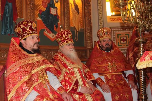 Владыка Иоанникий, благочинные Алчевского и Ровеньковского округов Григорий и Александр Устименко