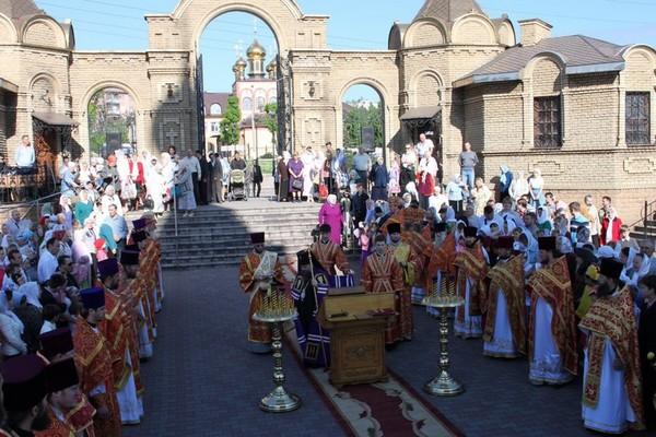 Празднование дня памяти святого великомученика Георгия Победоносца в Алчевске-