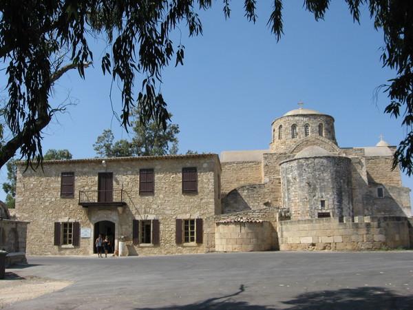 По пути из <a href=http://www.shchepotin.ru/foto.php?subpage=41&album=33>Фамагусты</a> к античному Саламину заехал в монастырь Св. Варнавы
