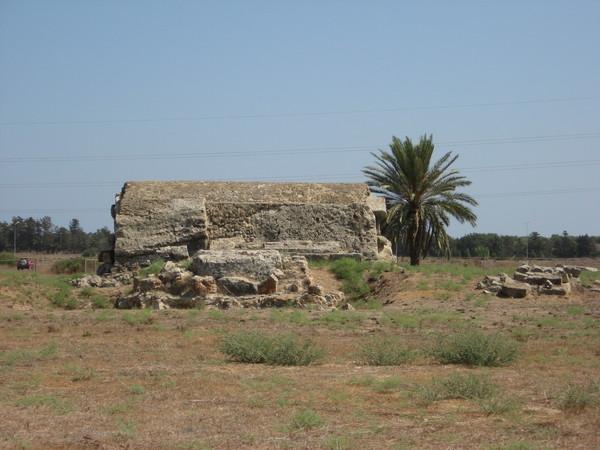 Также по пути попались остатки королевских гробниц
