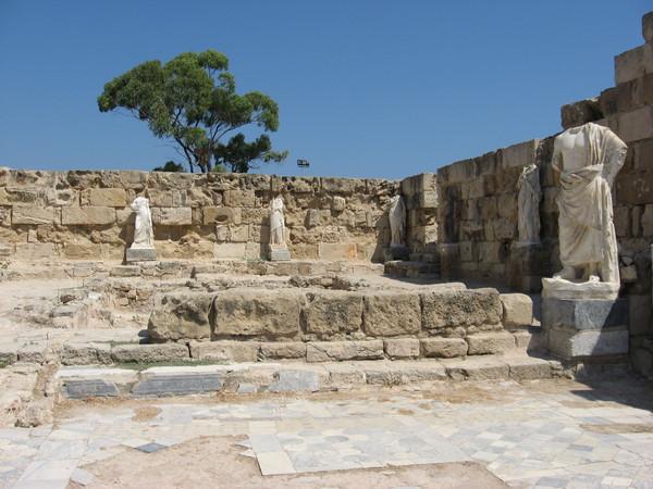 Древний Саламин, конечно не <a href=http://www.shchepotin.ru/foto.php?subpage=22&album=13>Филиппы</a>, но все равно внушает
