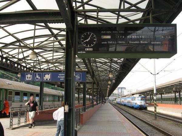 Из <a href=http://www.shchepotin.ru/foto.php?album=20>Праги</a> в Дрезден поезда идут три раза в день. Время в пути всего 2 часа 20 минут