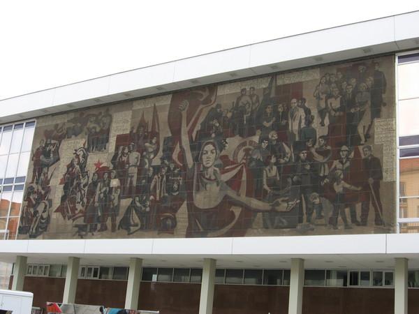 Однако, я за одну эту мозаику готов оправдать его существование в центре города