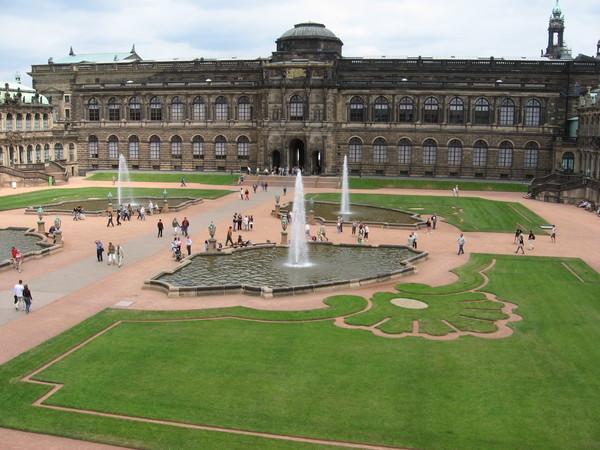 Цвингер - дворцовый ансамбль в центре Дрездена