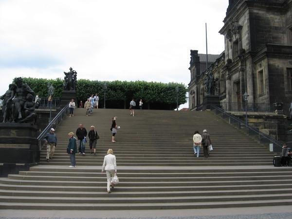 Бюльская террасса - парк Генриха фон Бюля, родственника Августа II и фактического правителя при Августе III