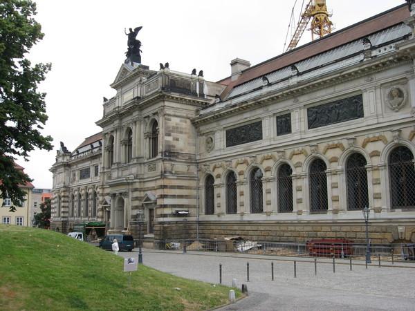 Альбертинум - художественная галлерея XIX века, названная в честь короля Саксонии Альберта