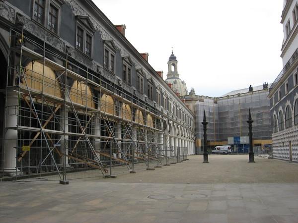 Внутренний двор Дворца сейчас активно восстанавливается