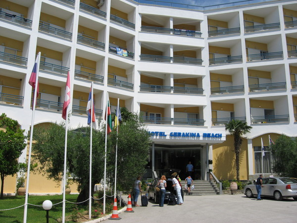 Гостиница располагалась возле поселка Геракини, что в основании полуострова Ситония