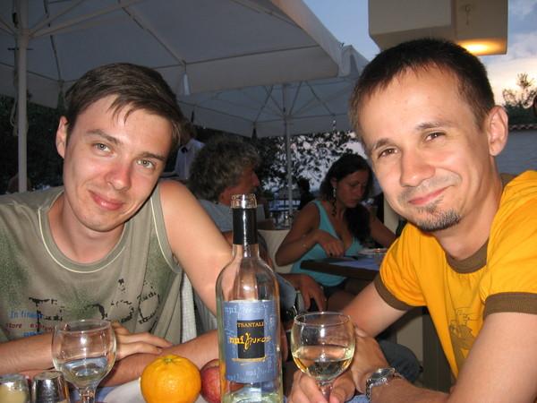 В греческой Македонии весь рынок вина практически монополизирован семьей Цантали.<br>Даже по дороге в аэропорт завозят на их предприятие.